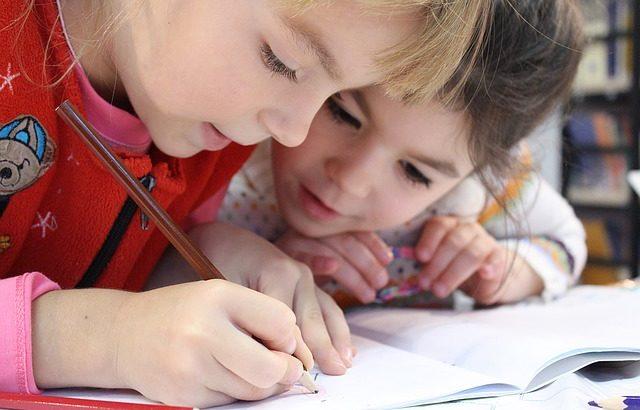 Geld verdienen von zu Hause mit Hausaufgabenbetreuung