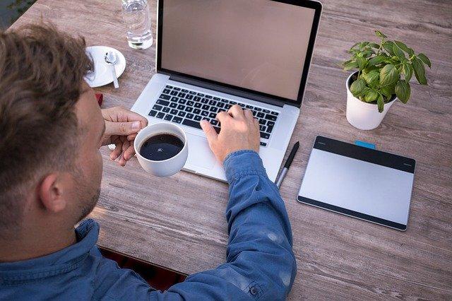 Geld verdienen von zu Hause mit Webinaren